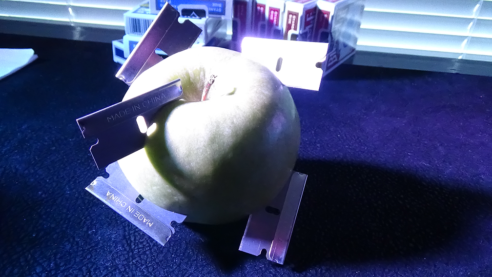 razor-blades-in-apple