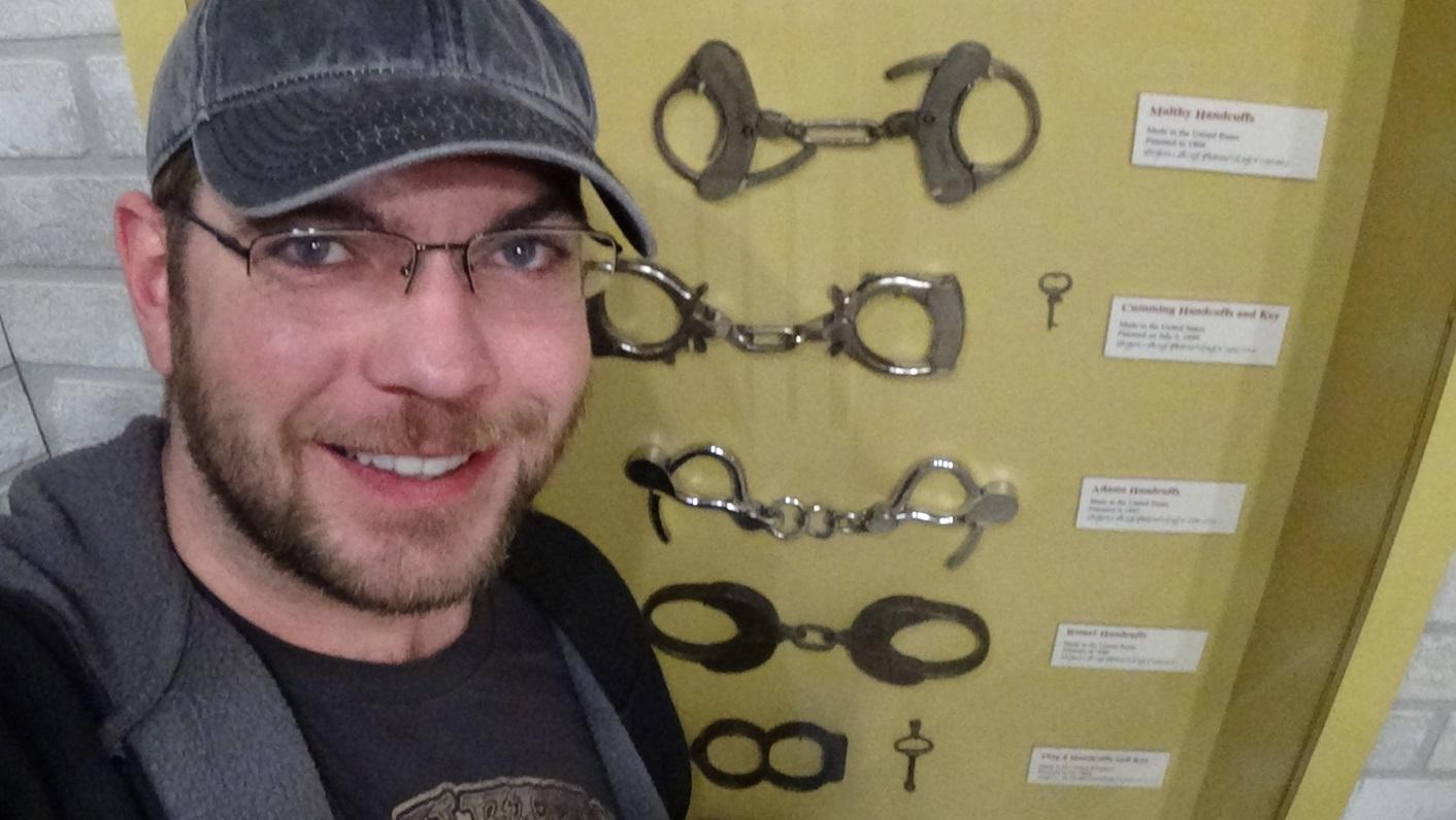 2016.01.30 - Appleton WI houdini museum handcuffs